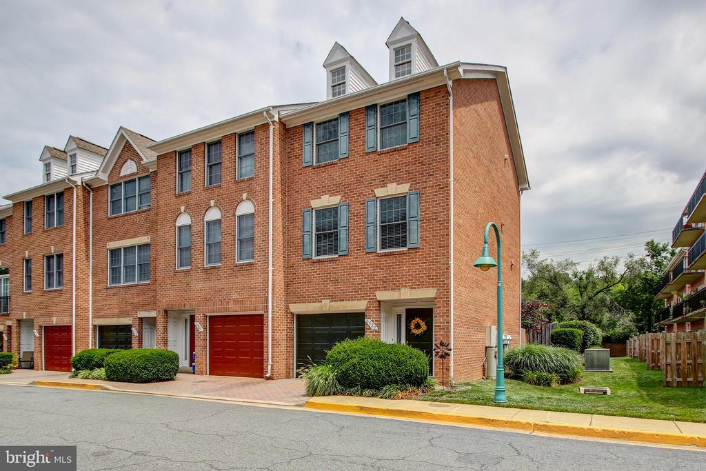 Welcome Home! - 6922 LITTLE FALLS RD #6922, ARLINGTON