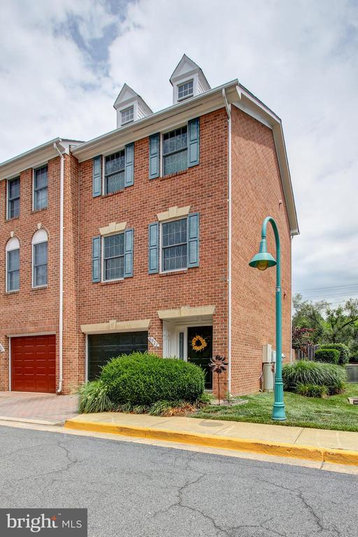 Falls Station Condominium Townhome - 6922 LITTLE FALLS RD #6922, ARLINGTON