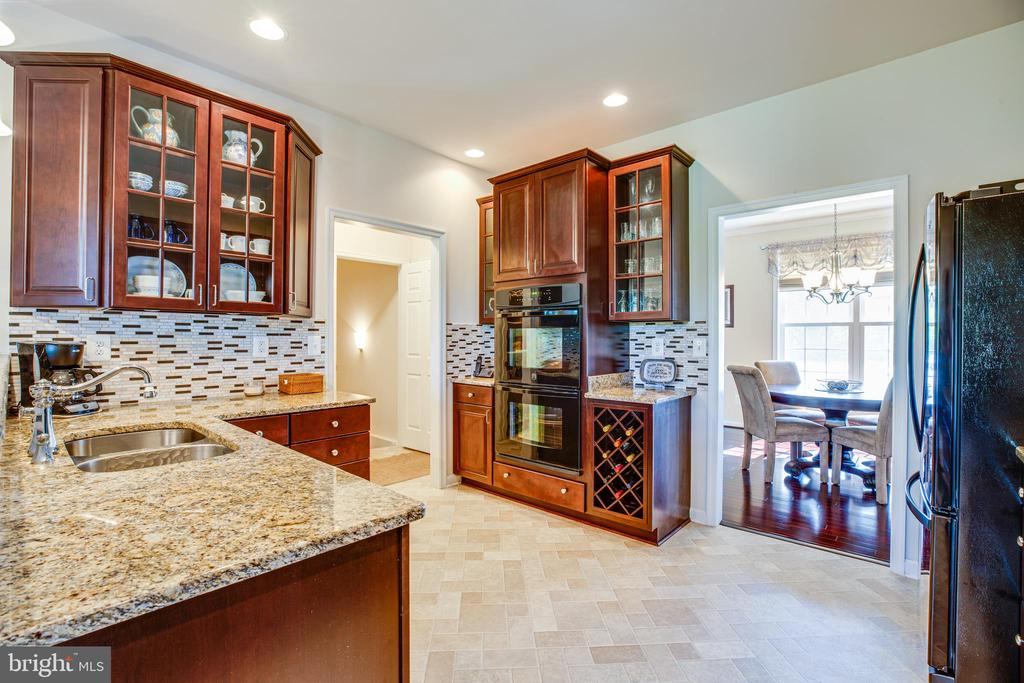 Double Ovens and a built in wine rack - 6917 CLOUDY WAY, SPOTSYLVANIA