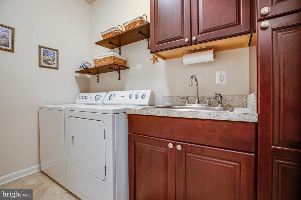 Laundry Room with sink and built in shelving - 6917 CLOUDY WAY, SPOTSYLVANIA