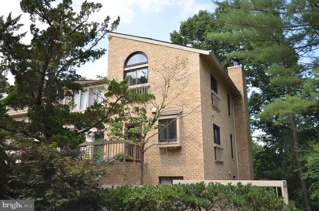Beautiful Brick 2 Bedroom, 2.5 Bath,  2 Lvl Condo - 11214 BEAVER TRAIL CT #12, RESTON