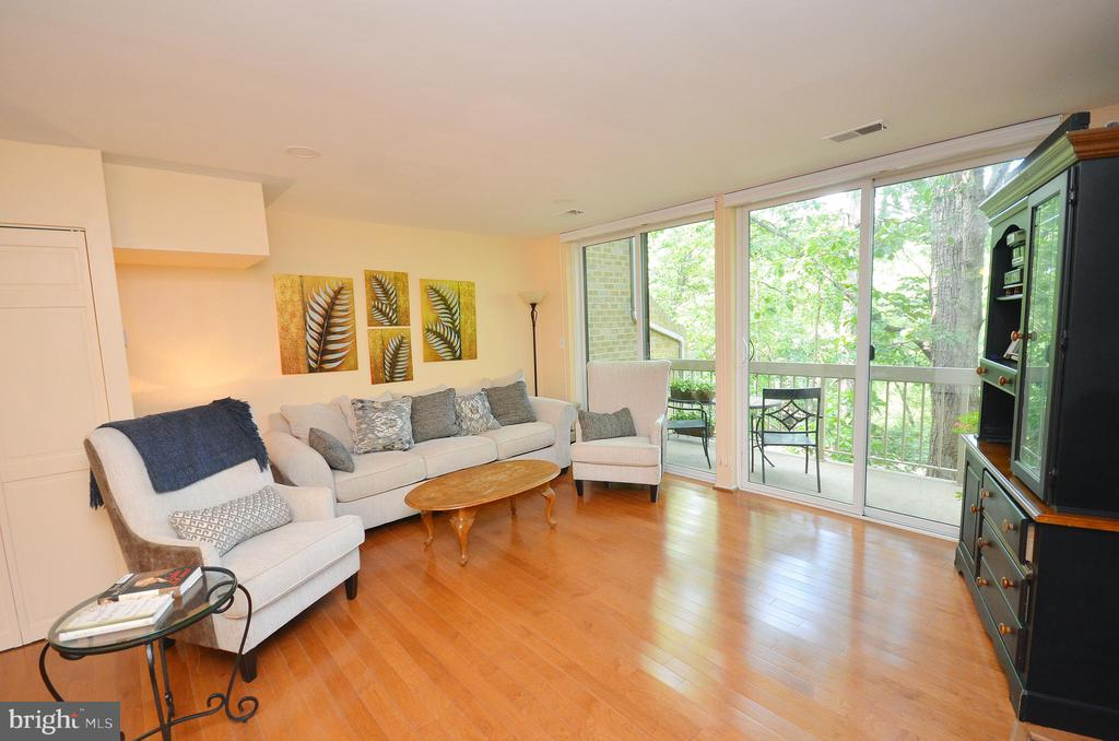Bright Living Room with Gleaming Hardwood Floors - 11214 BEAVER TRAIL CT #12, RESTON