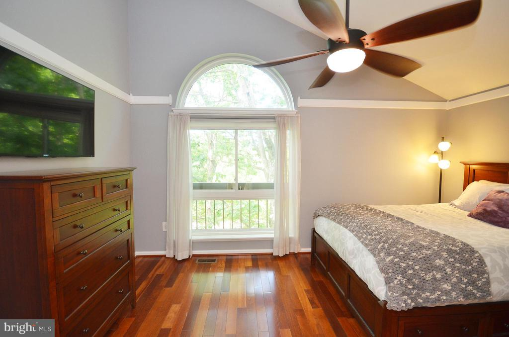 Master Bedroom with Vaulted Ceiling - 11214 BEAVER TRAIL CT #12, RESTON