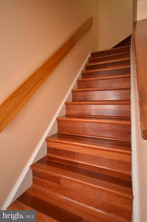 Hardwood Stairs Leading to Bedroom Level - 11214 BEAVER TRAIL CT #12, RESTON