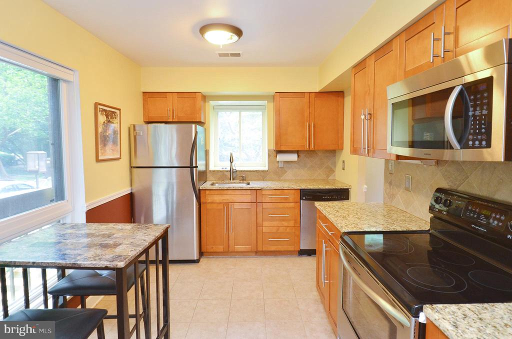 Remodeled Kitchen - 11214 BEAVER TRAIL CT #12, RESTON