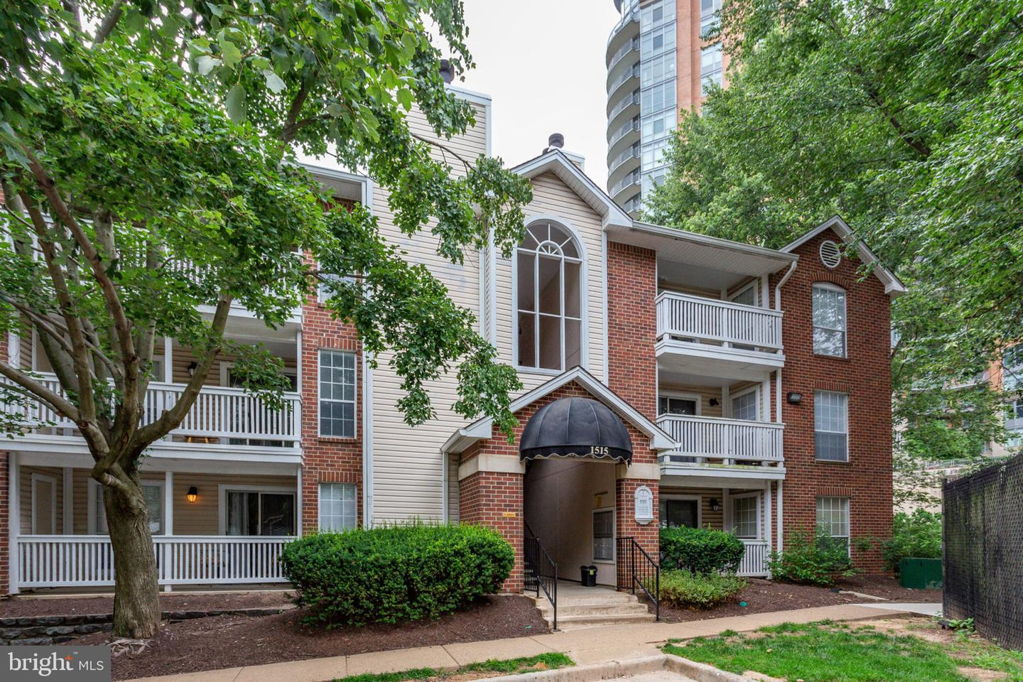 Single Family for Sale at 1515 Lincoln Way #101 McLean, Virginia 22102 United States