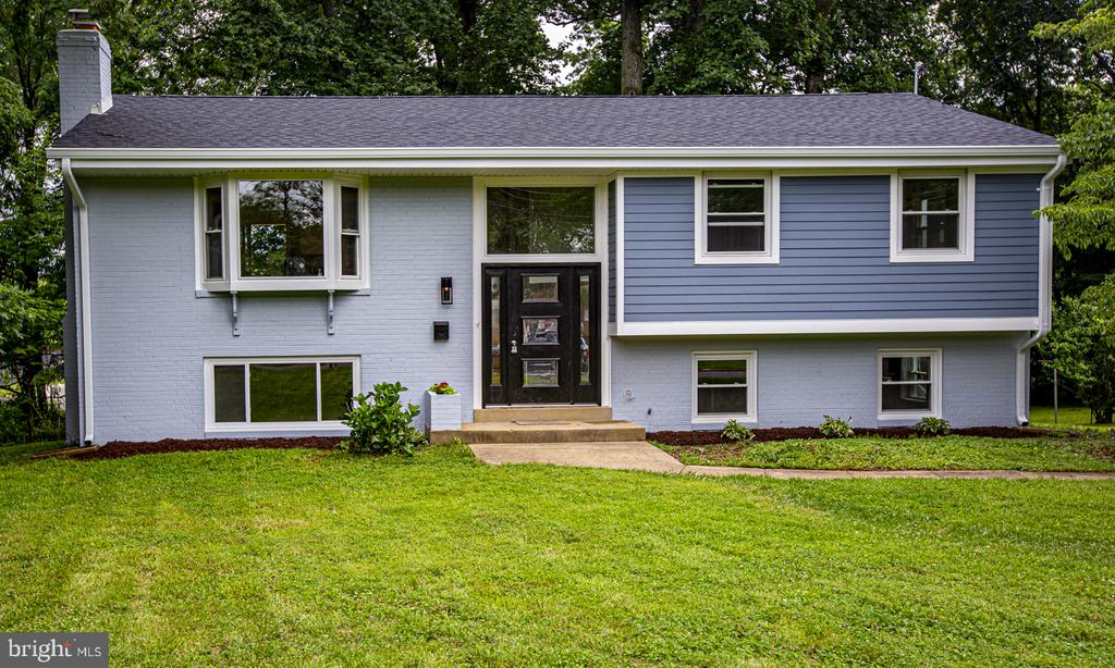 Completely renovated Inside and Out! - 9226 DELLWOOD DR, VIENNA