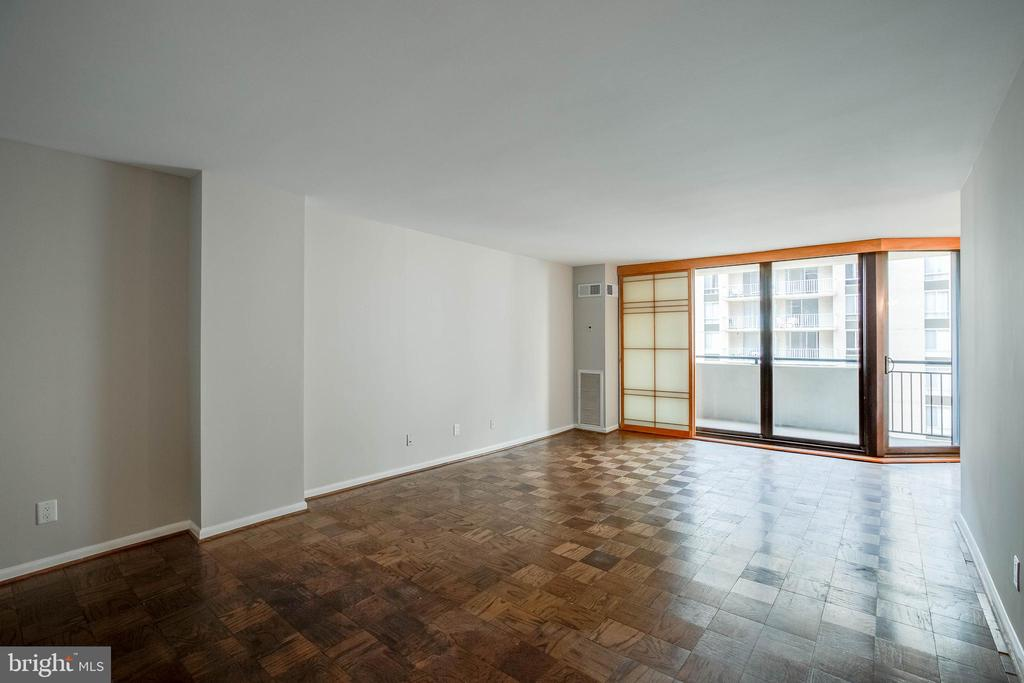Family Room with Balcony Access - 4620 N PARK AVE #1109E, CHEVY CHASE