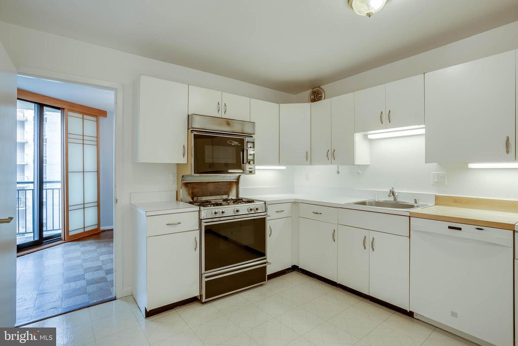 Kitchen Next to Dining Room - 4620 N PARK AVE #1109E, CHEVY CHASE