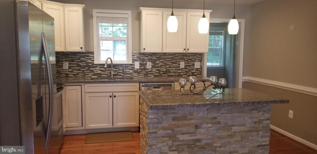 Updated Kitchen with SS Appliances and Granite - 26 BREEZY HILL DR, STAFFORD