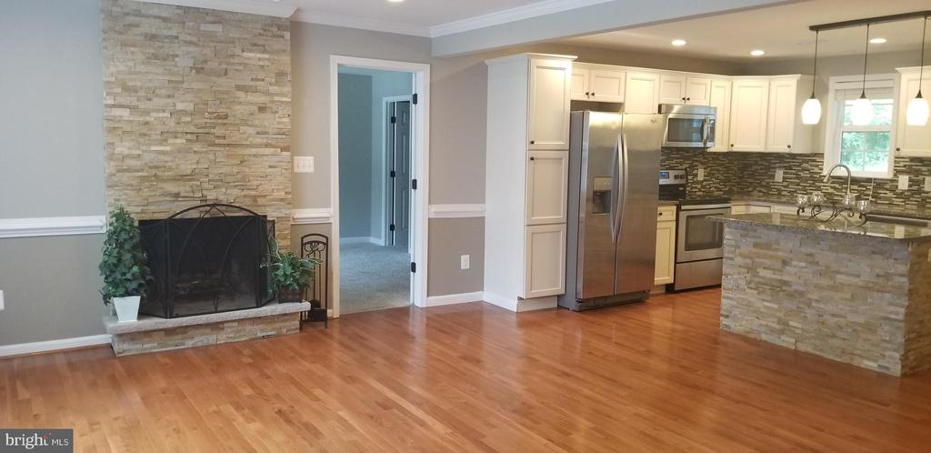 Beautiful Floor to Ceiling Stone Fireplace - 26 BREEZY HILL DR, STAFFORD