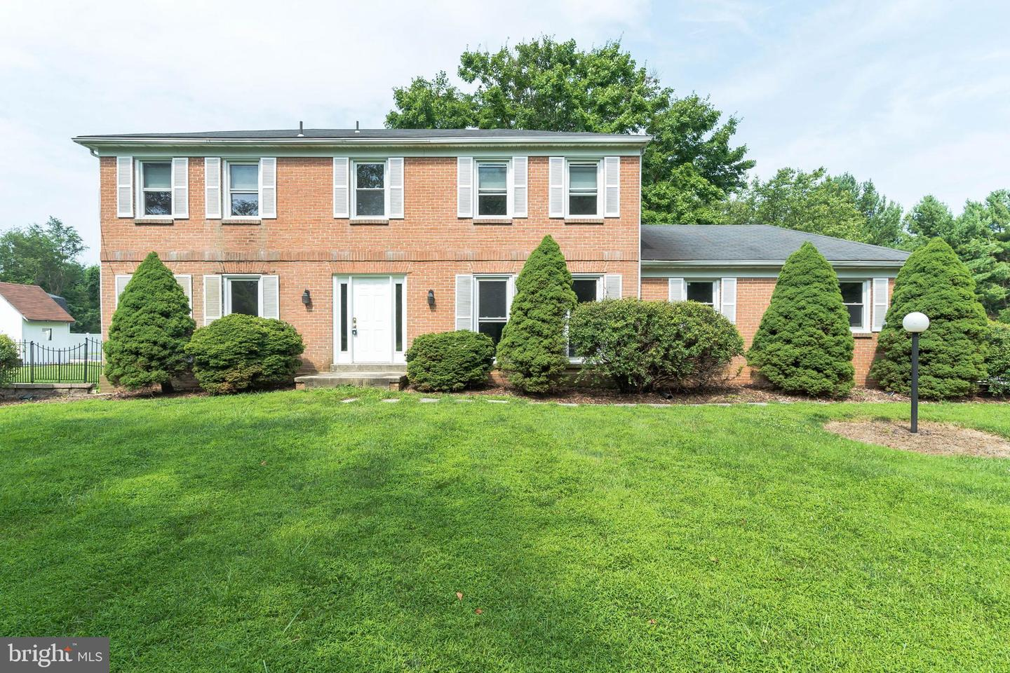 Single Family for Sale at 19200 Muncaster Rd Derwood, Maryland 20855 United States