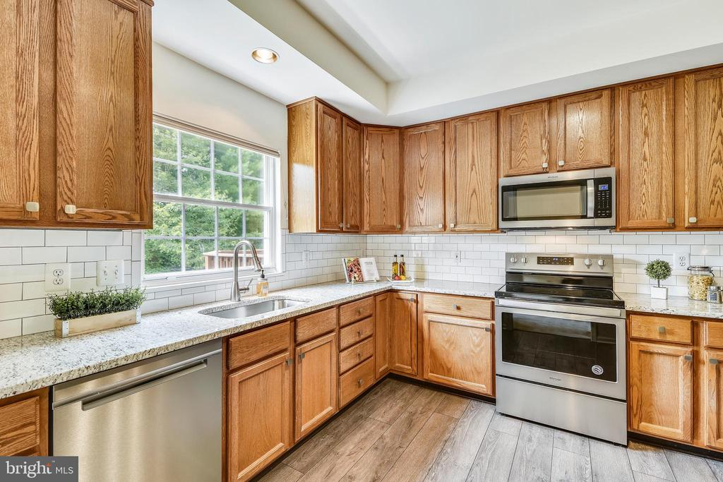 Brand new Whirlpool stainless steel appliances! - 20529 ASHLEY TER, STERLING
