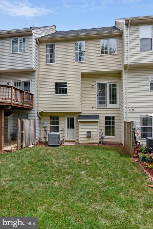 Wonderful flat and grassy back yard! - 20529 ASHLEY TER, STERLING