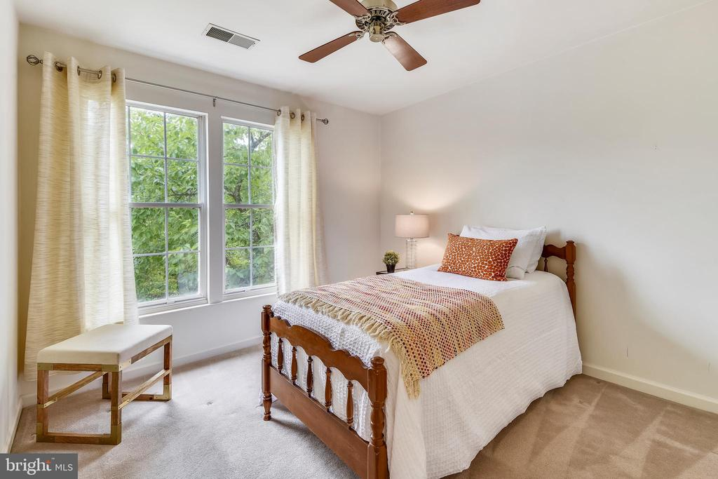 A peaceful retreat! - 20529 ASHLEY TER, STERLING