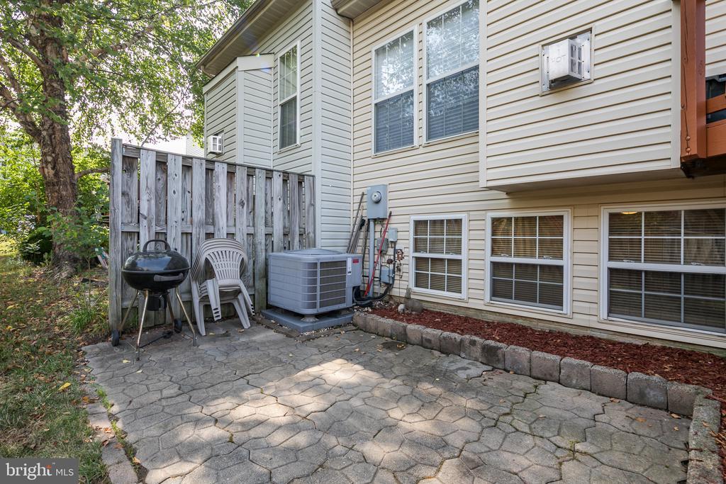 Rear patio - 43190 CENTER ST, CHANTILLY