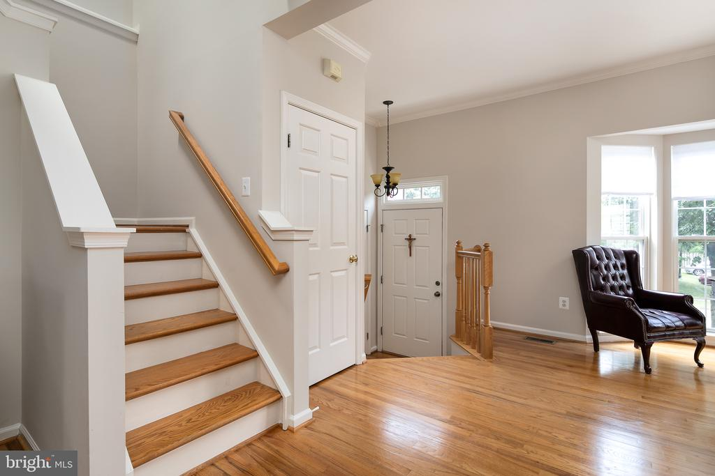 View of entry foyer - 43190 CENTER ST, CHANTILLY