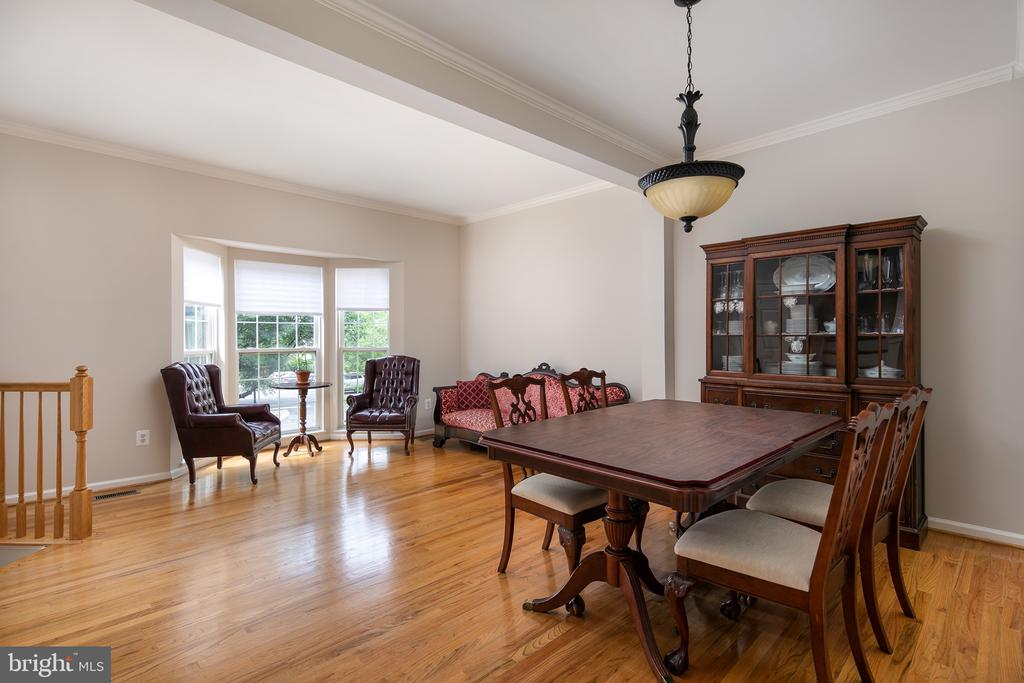 Large living room/dining room area - 43190 CENTER ST, CHANTILLY