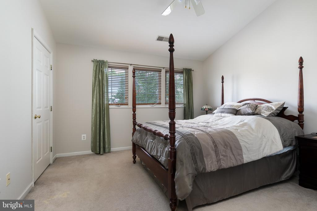 Master Suite with walk in closet - 43190 CENTER ST, CHANTILLY