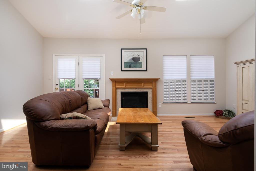 Family Room - 43190 CENTER ST, CHANTILLY
