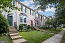 Tree lined sidewalks - 43190 CENTER ST, CHANTILLY