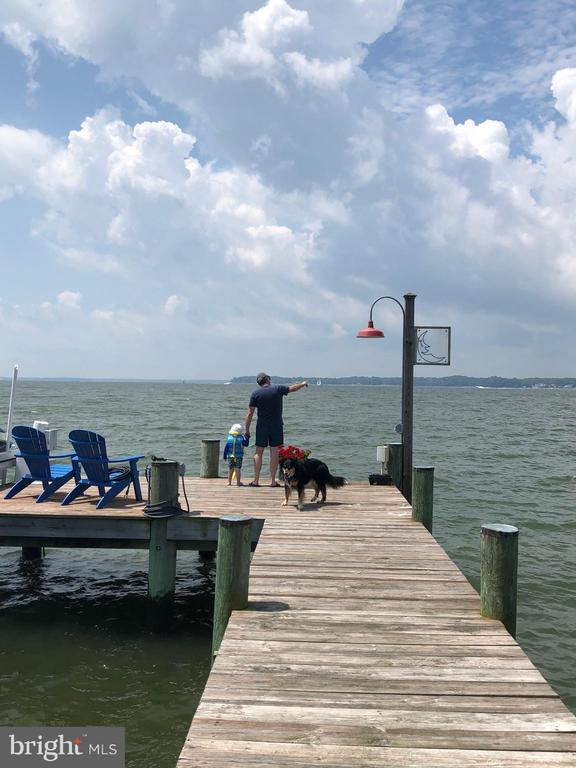 Relaxation & Recreation on the dock. - 3752 THOMAS POINT RD, ANNAPOLIS