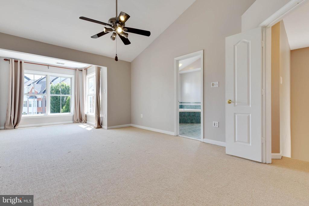 Relax before bedtime and wake up rejuvenated. - 5034 GARDNER DR, ALEXANDRIA