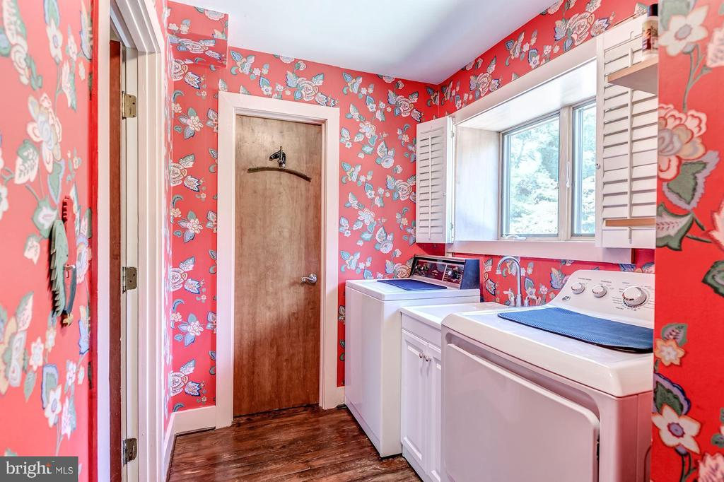 Laundry room off of kitchen - 23009 COBB HOUSE RD, MIDDLEBURG