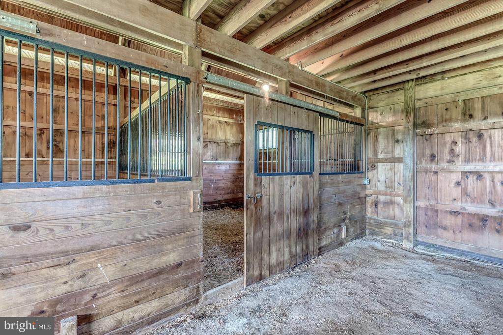 Stalls in good condition - 23009 COBB HOUSE RD, MIDDLEBURG