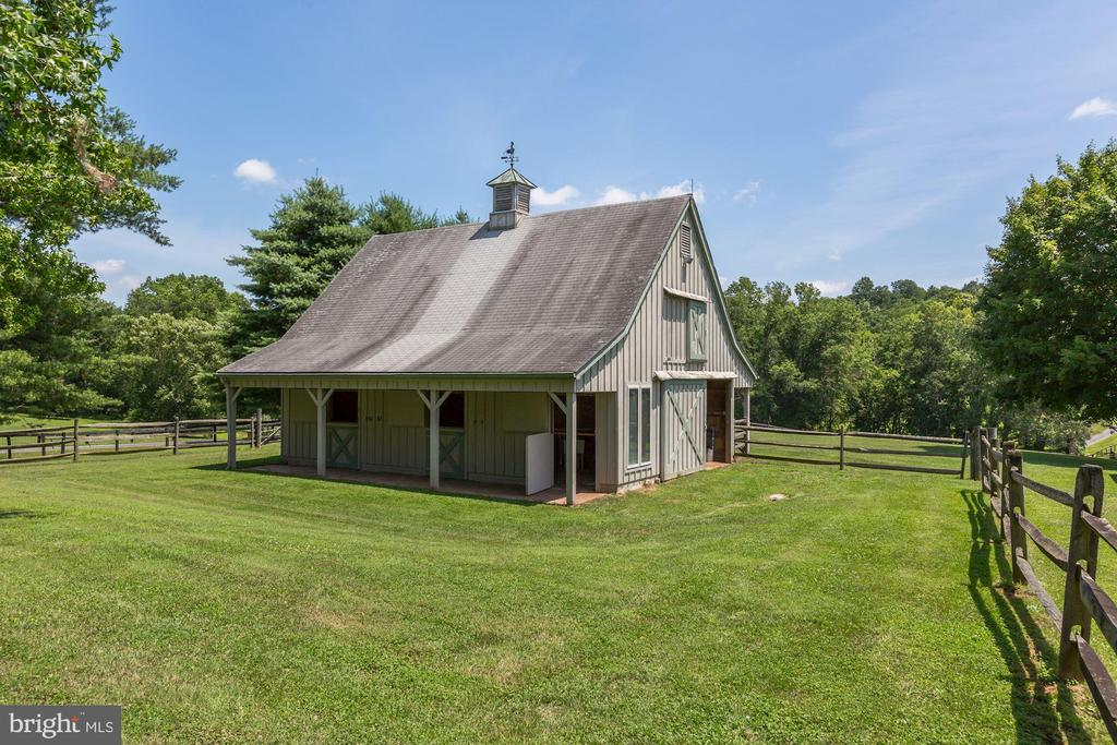 Two-stall barn - 23009 COBB HOUSE RD, MIDDLEBURG