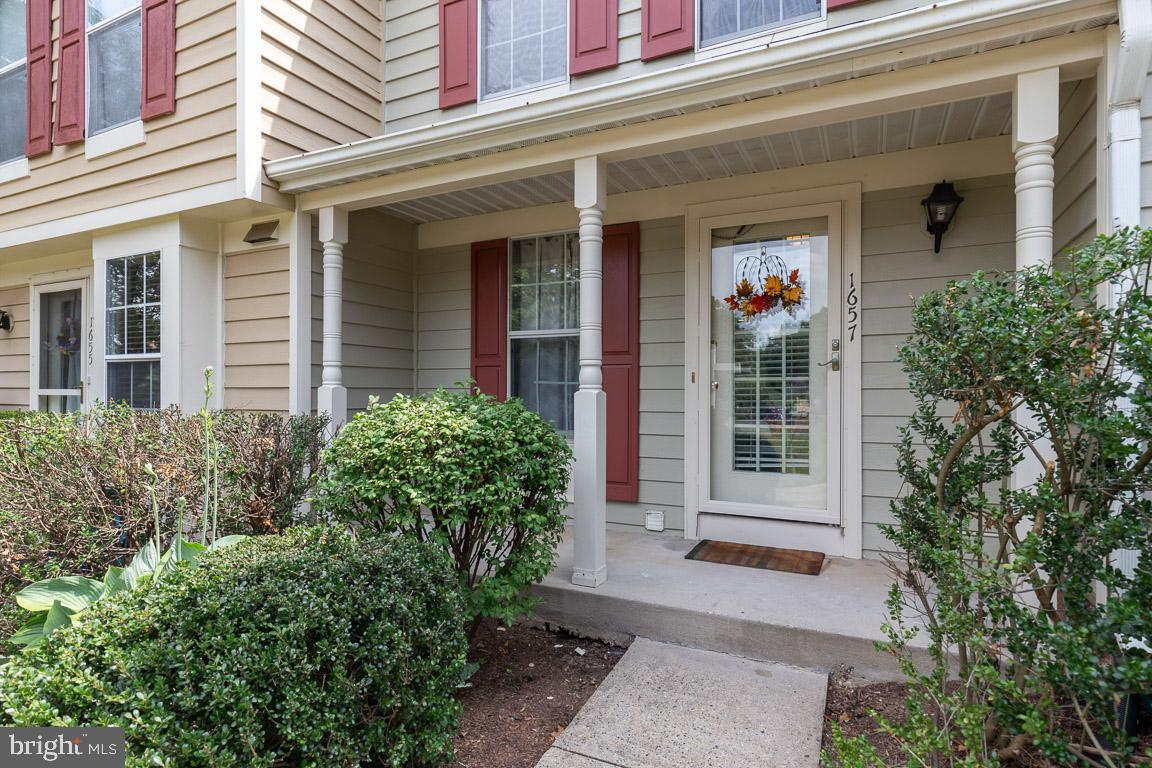 Single Family for Sale at 1657 Fieldthorn Dr Reston, Virginia 20194 United States