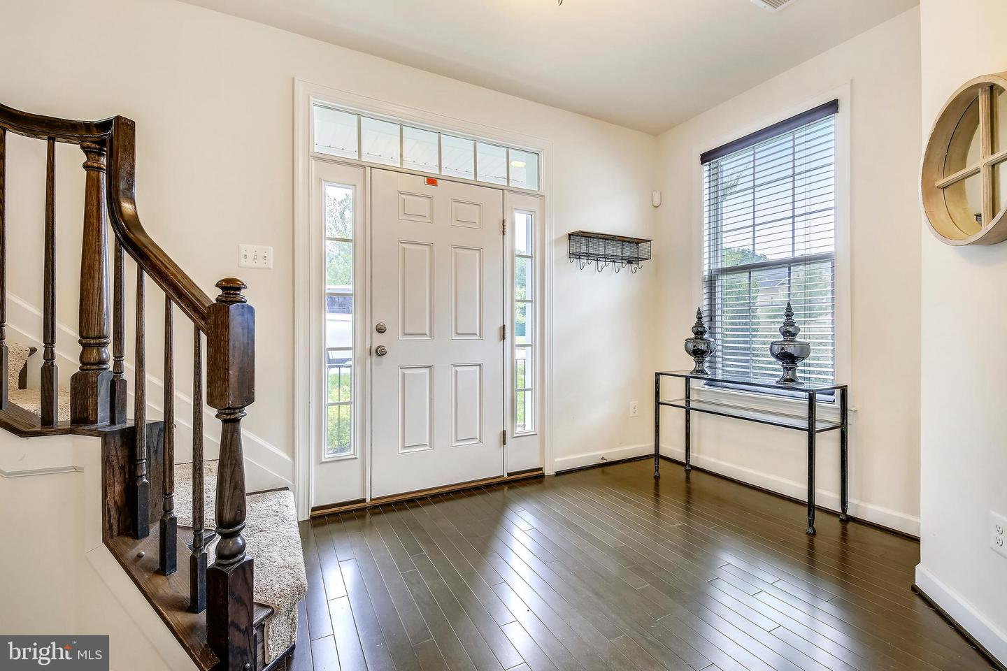 Additional photo for property listing at 160 Autumn View Dr Gaithersburg, Maryland 20878 United States