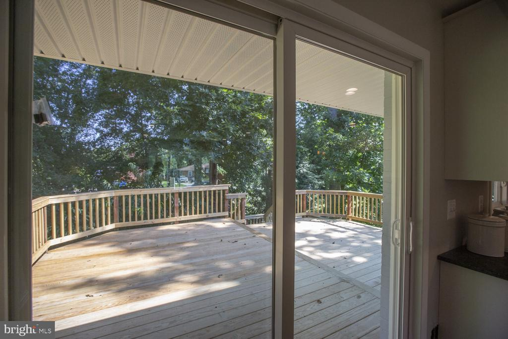 Slider to deck off of dining room - 9226 DELLWOOD DR, VIENNA