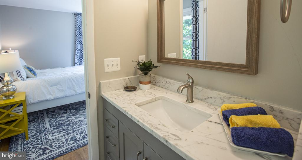 Beautiful Master Bathroom - 9226 DELLWOOD DR, VIENNA