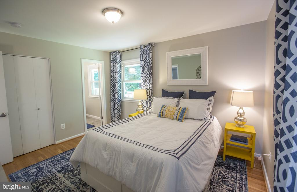Large Master Bedroom - 9226 DELLWOOD DR, VIENNA