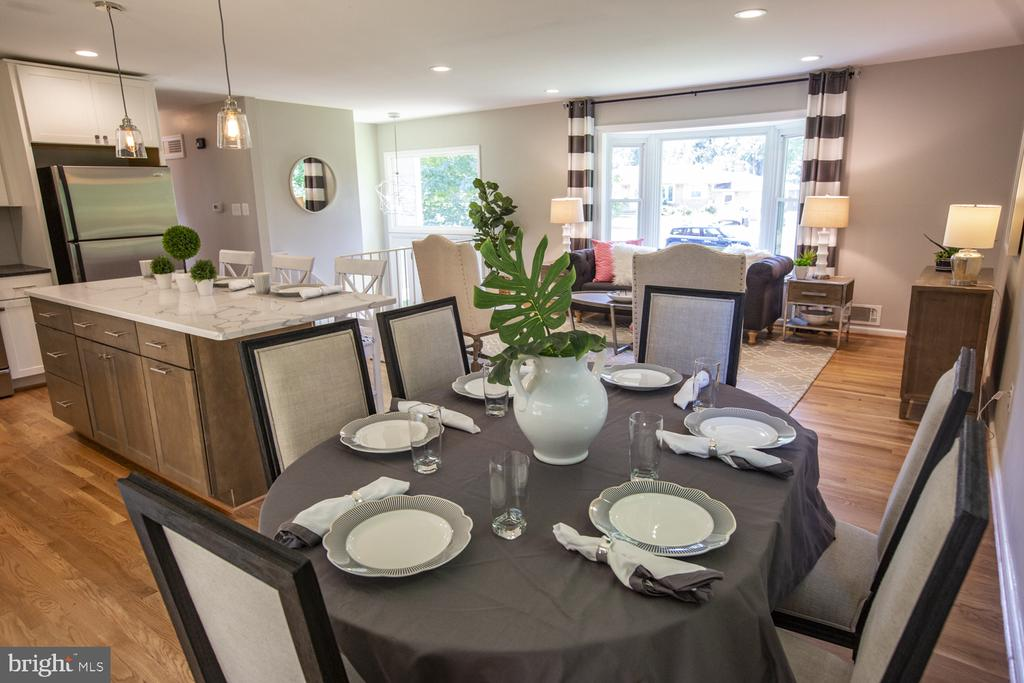 Separate dining area that opens to living room - 9226 DELLWOOD DR, VIENNA