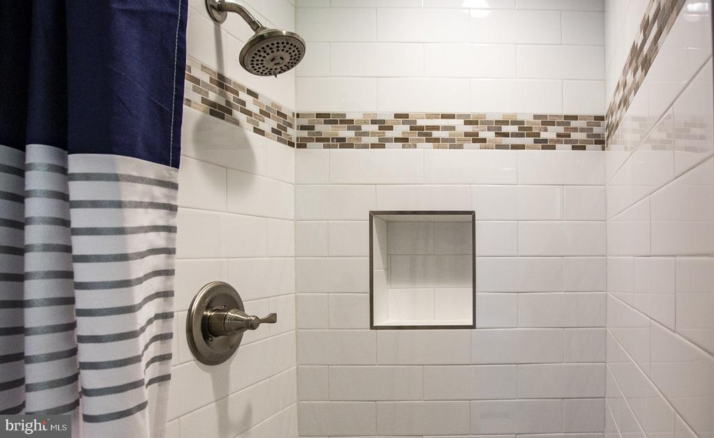 Beautiful custom tile work - 9226 DELLWOOD DR, VIENNA