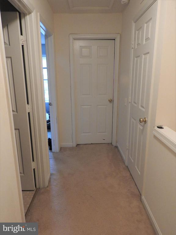 Two additional spacious bedrooms on top level! - 305 FALKIRK CT, FREDERICKSBURG