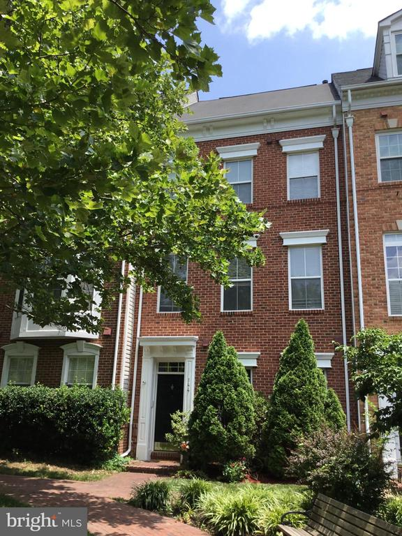 Exterior Main Photo - 144 MARTIN LN, ALEXANDRIA