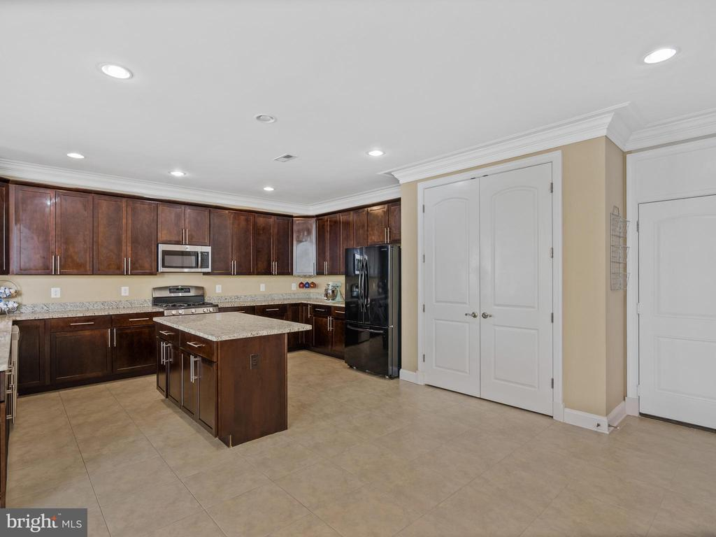 Huge Kitchen with Island - 3988 ORANGE ST, TRIANGLE