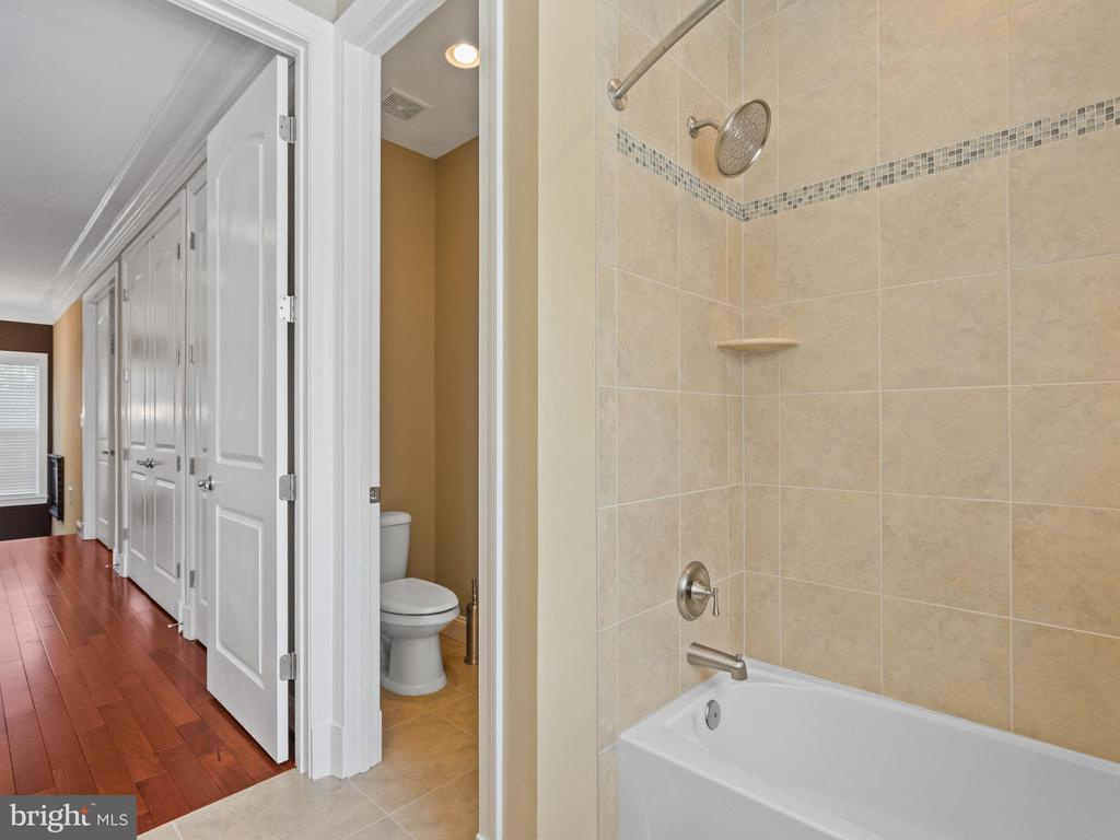 Hall Bath - 3988 ORANGE ST, TRIANGLE