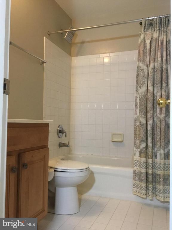 Second Bath - 144 MARTIN LN, ALEXANDRIA
