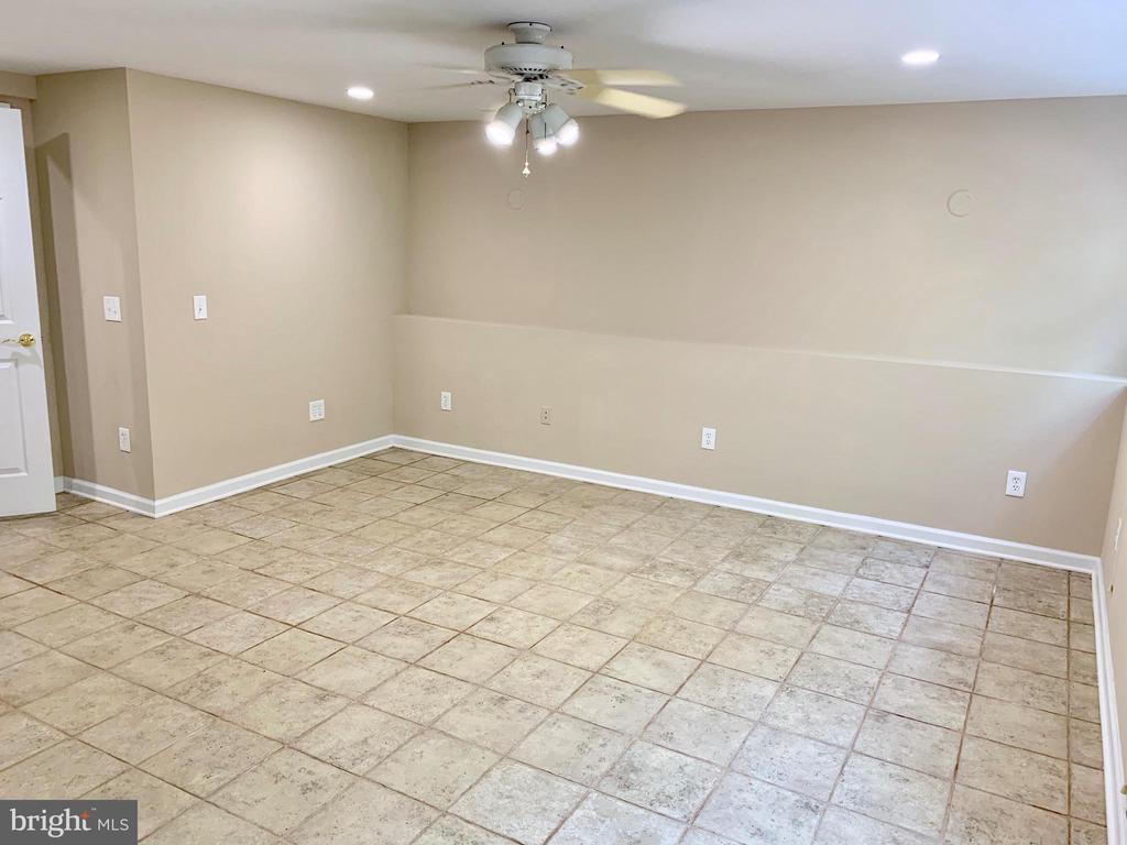 Master Bed (Lower Level) - 3 GOVERNORS DR SW, LEESBURG