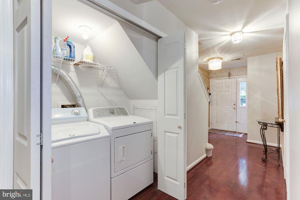 Entry Level Laundry - 46784 VERMONT MAPLE TER, STERLING