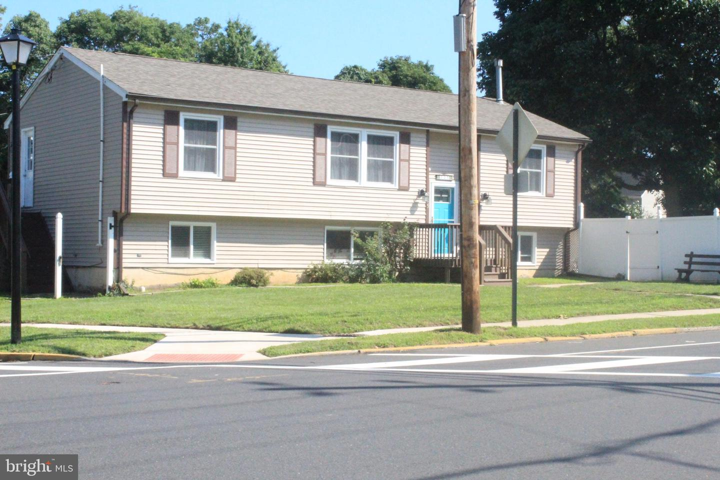 Single Family Homes pour l Vente à Fieldsboro, New Jersey 08505 États-Unis