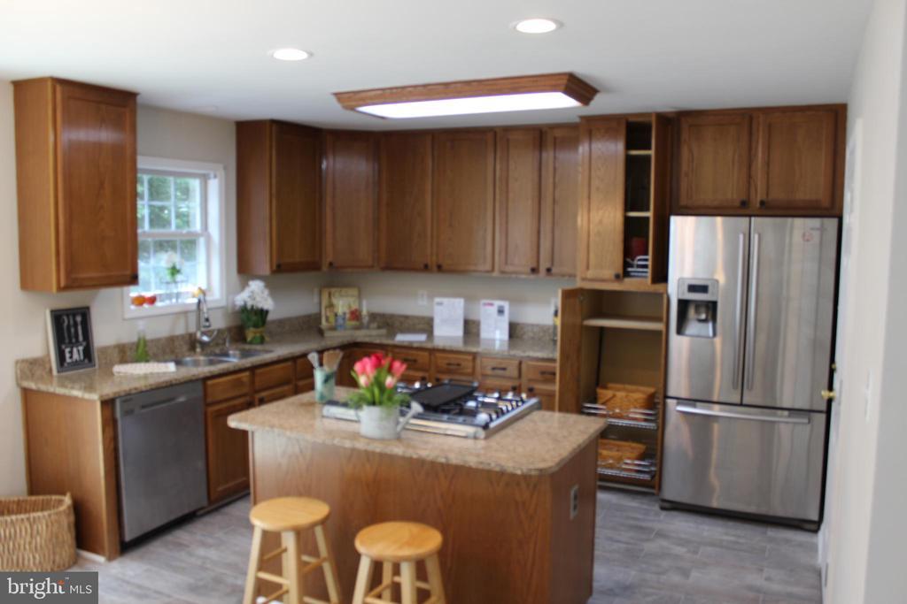 NIce Kitchen - 9 CARISSA CT, STAFFORD