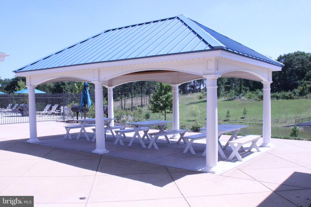 PICNIC AREA - EXCLUSIVE TO RESIDENTS - 22291 PHILANTHROPIC DR, ASHBURN