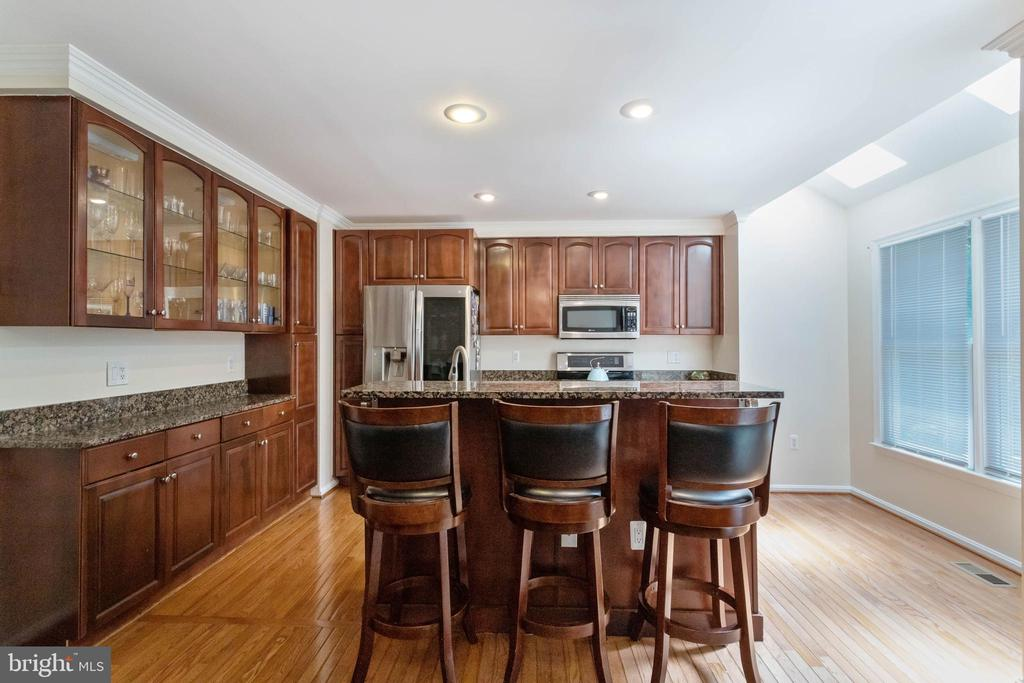 LOTS OF CABINET SPACE - 46801 WOODSTONE TER, STERLING