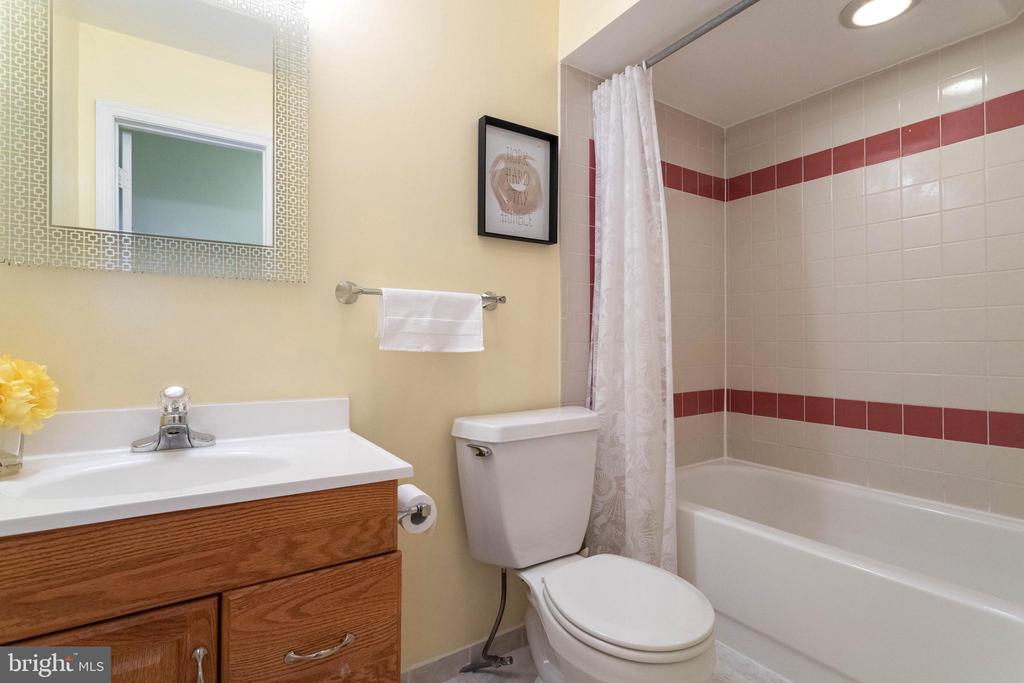 BASEMENT FULL BATHROOM - 46801 WOODSTONE TER, STERLING