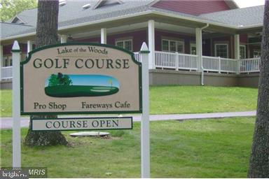 Golf course & Pub - 117 MONROE ST, LOCUST GROVE